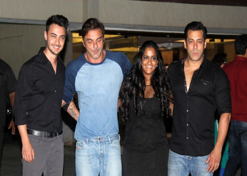 Salman-Khan-turns-mamu-again-on-his-54th-birthday-as-Aayush-Arpita-Khan-Sharmas-welcome-baby-girl