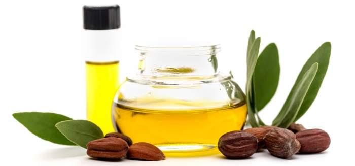 Jojoba oil on dry lips