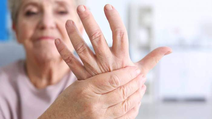 lefties have lesser risks to ulcers and arthritis