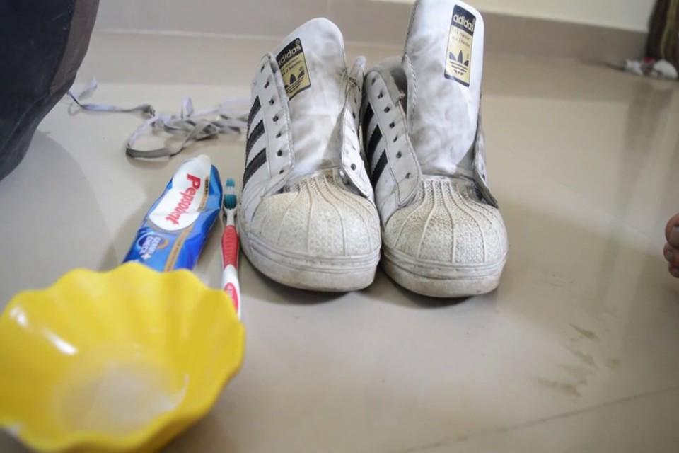 shoes (1